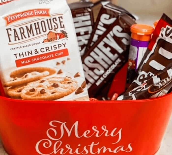 How To Create The Perfect Themed Christmas Gift Basket