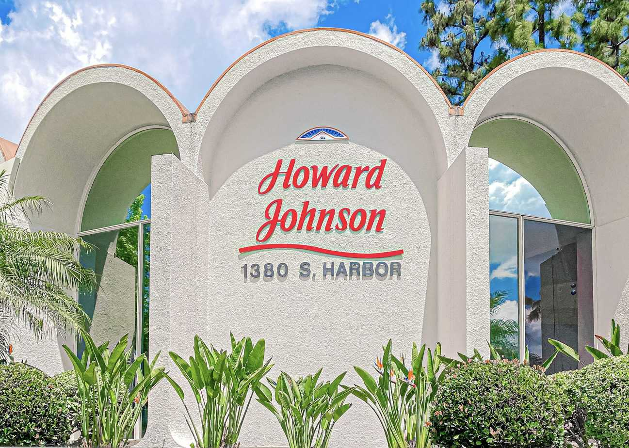 Howard Johnson Anaheim: Family Friendly Hotel Near Disneyland