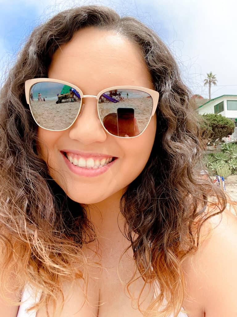 beach trip mom with glasses